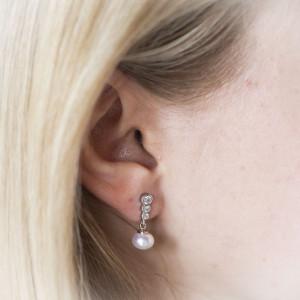 Stříbrné perlové náušnice visací - Savour třpytivé zirkony