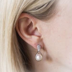 Stříbrné perlové náušnice Savour nekonečno
