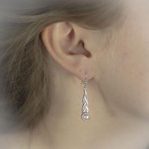 Stříbrné náušnice s perlou - visací královská perla