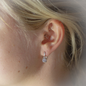 Stříbrné náušnice visací Savour elegantní krystaly