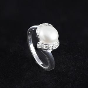 Stříbrný prsten s  perlou a třpytivými zirkony Savour