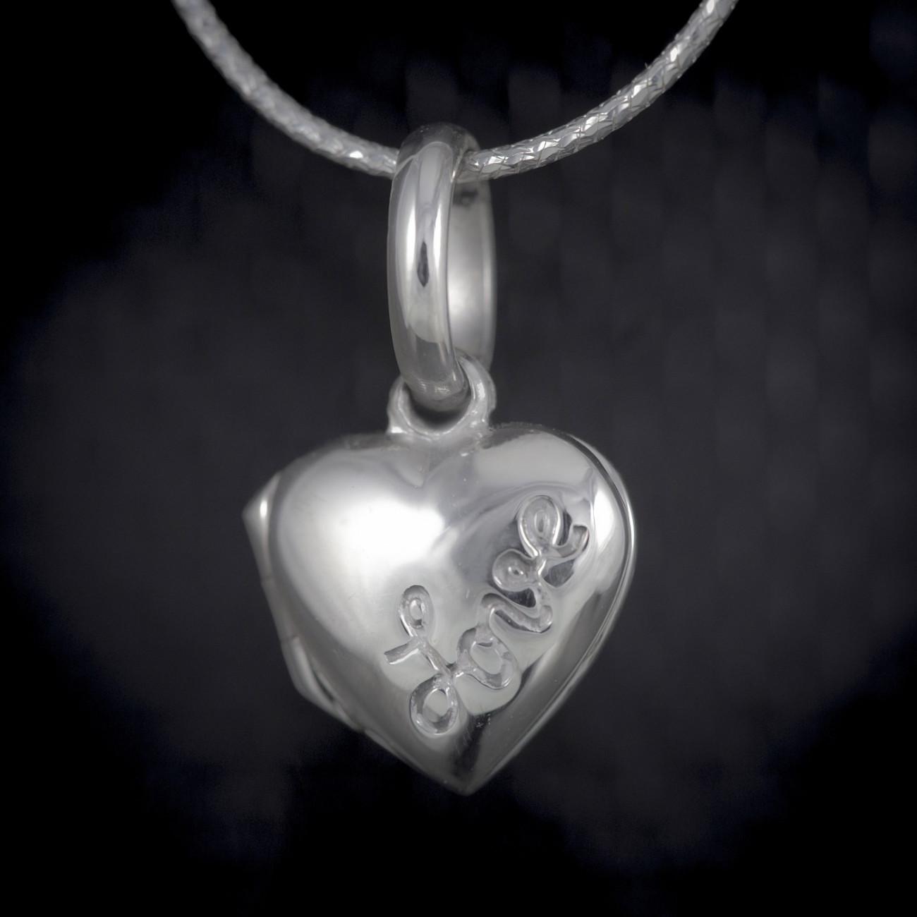 Stříbrný medailonek na fotku otevírací s nápisem love