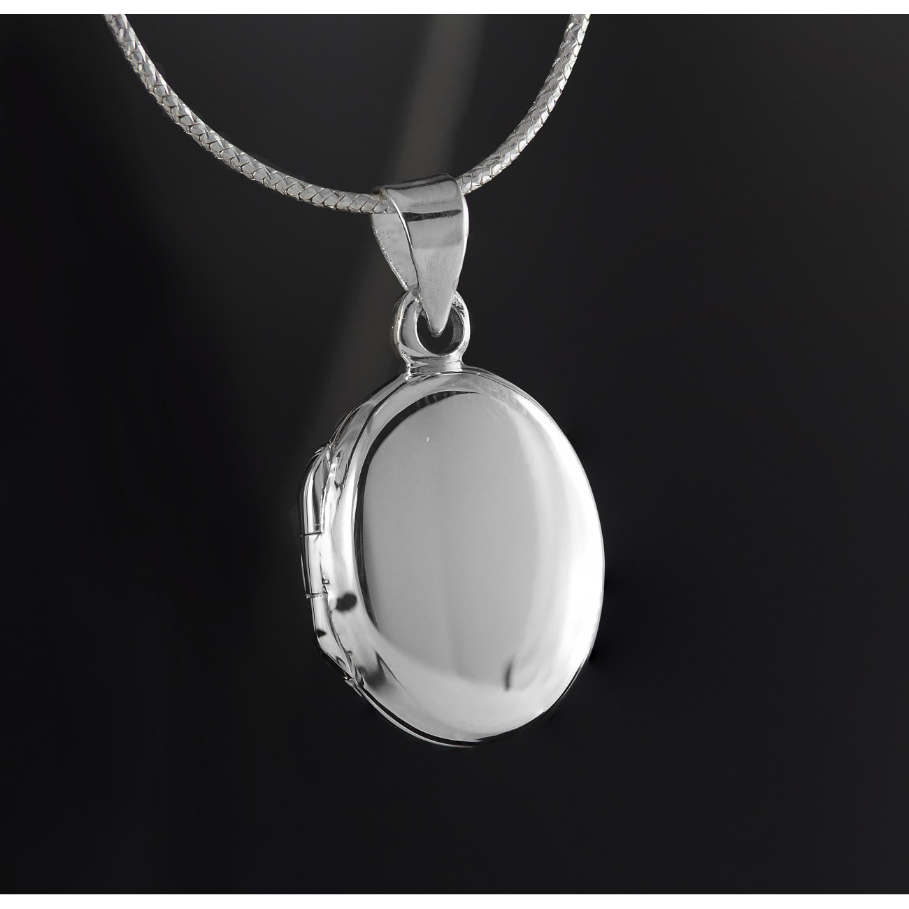 Oválný, stříbrný medailonek na krk Savour