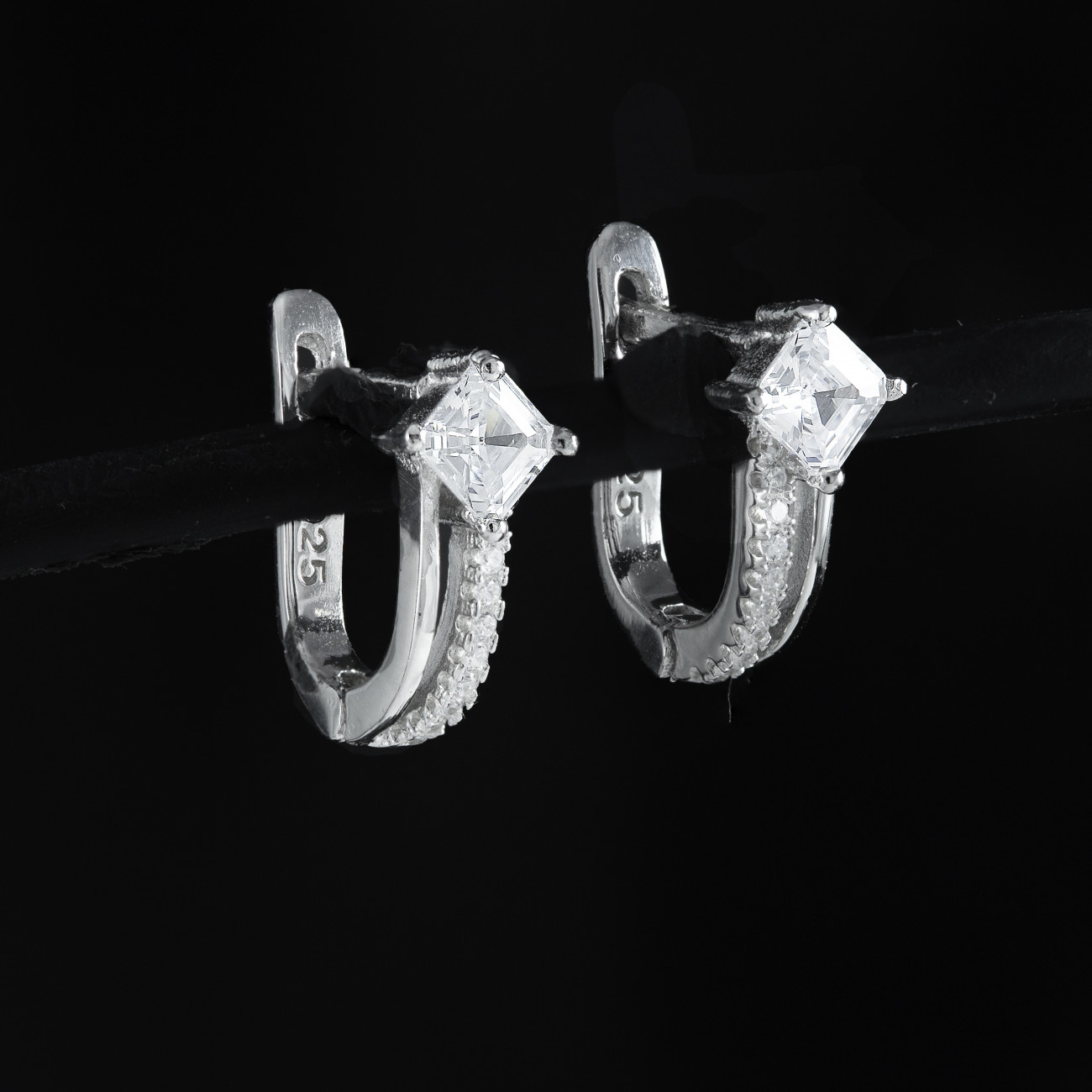 Stříbrné náušnice kroužky Savour crystal
