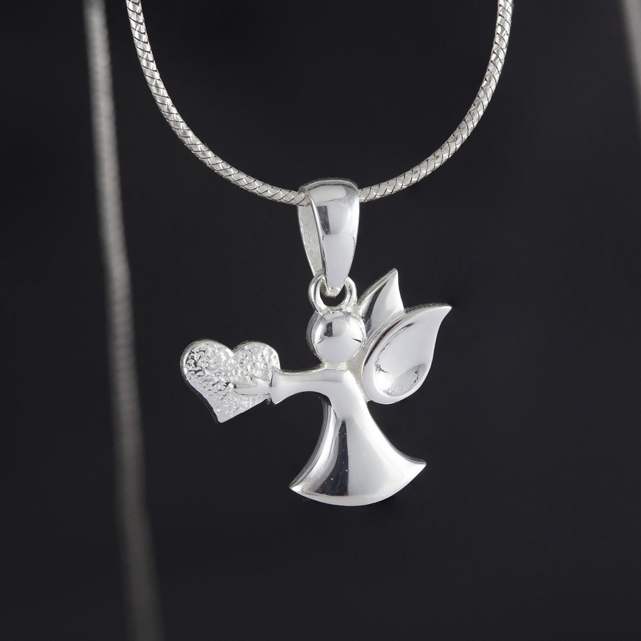 Přívěsek anděl stříbro nesoucí srdce