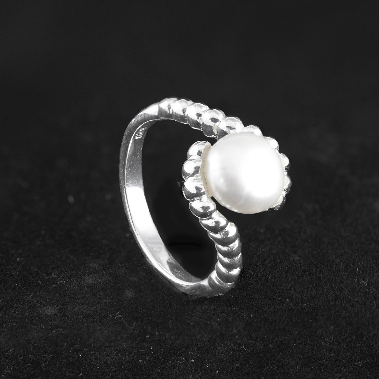 Stříbrný prsten s pravou perlou