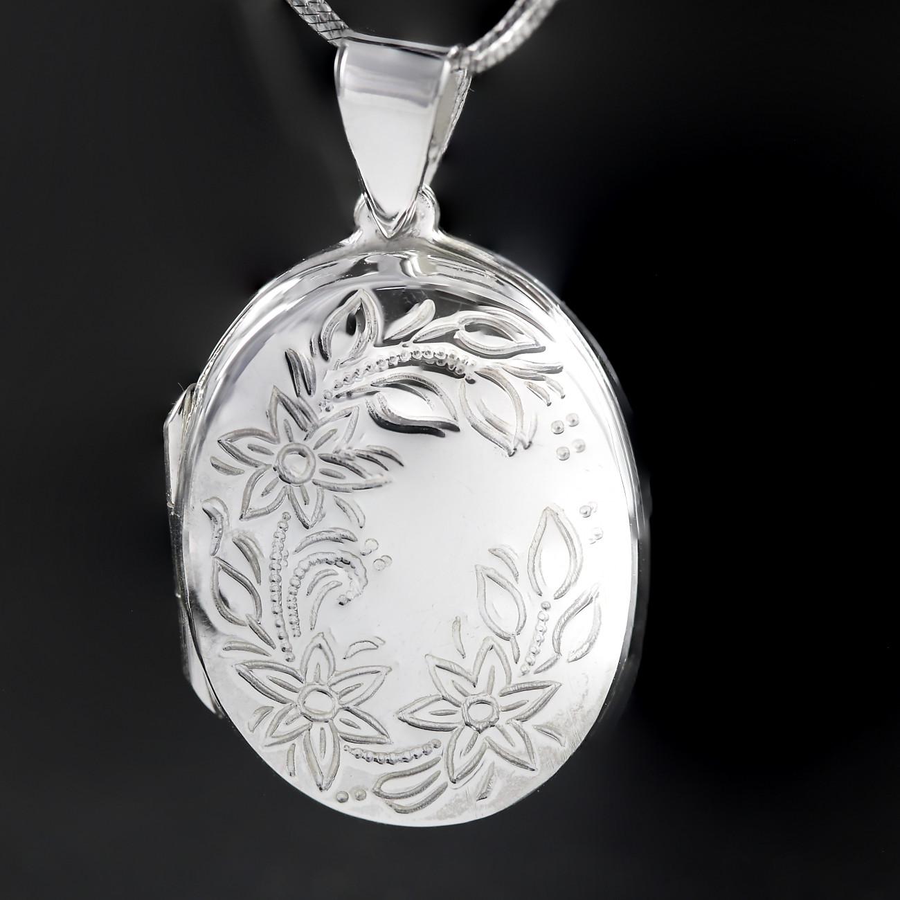 Stříbrný medailonek na krk ovál s květinou