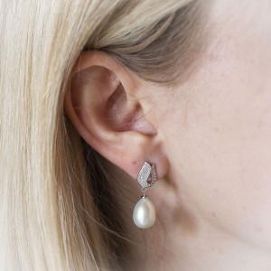 Visací stříbrné náušnice s perlou - Savour luxury