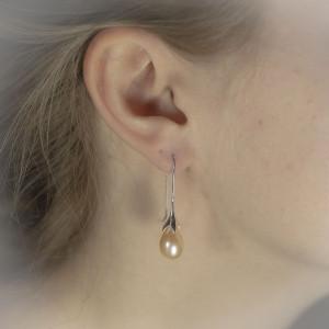 Visací stříbrné náušnice s perlou Savour perla a květina