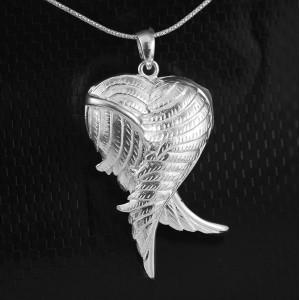 Stříbrný medailonek na fotku srdce s andělskými křídly