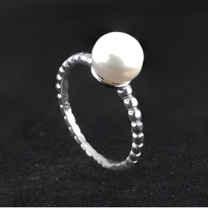 Stříbrný prsten s perlou Adele