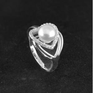 Stříbrný prsten s pravou perlou ve tvaru srdce