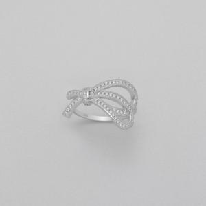 Stříbrný prstýnek s uzlem a třpytivými zirkony